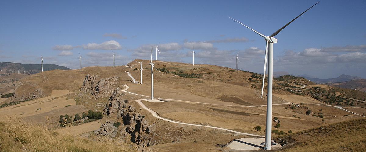parco-eolico-presso-le-Serre-di-Capezzana-a-Villafrati